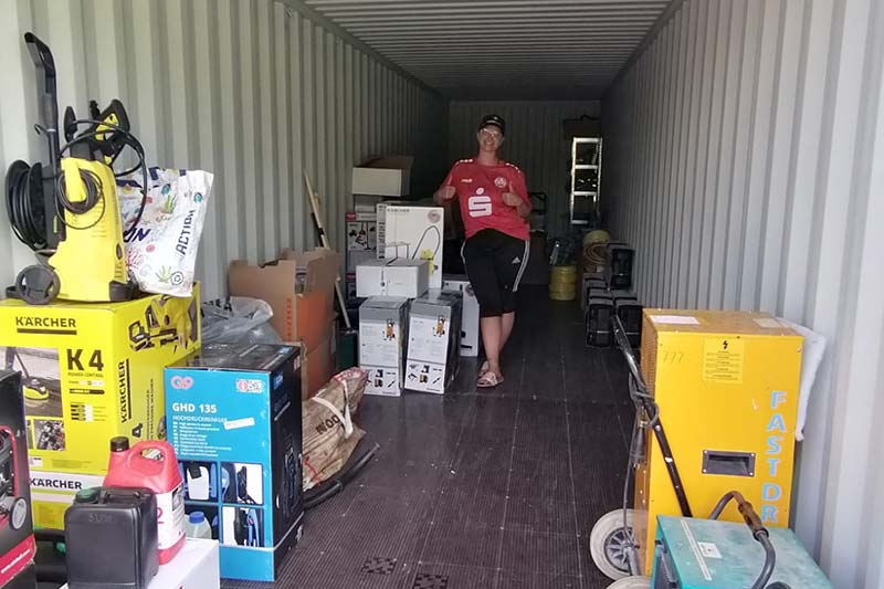 Container mit Hilfsgütern in Ahrweiler
