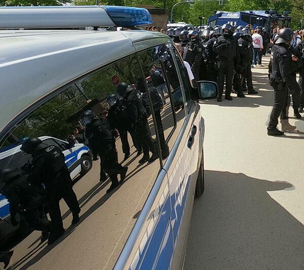 Polizei beim Aufstiegsspiel von Dynamo Dresden