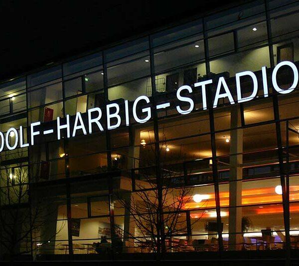 Rudolf-Harbig-Stadion bei Nacht